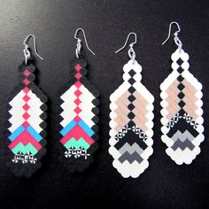 Feather Fantasy Black Earrings - Been wanting a pair of these beauties. Perler Beads, Fuse Beads, Perler Earrings, Hama Beads Patterns, Beading Patterns, Pixel Beads, Iron Beads, Melting Beads, Native Beadwork