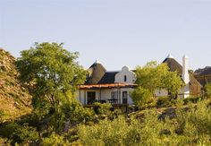 The Kogman & Keisie Guest Farm is nestled between the charming village of Montagu in the Klein Karoo and the mountains of Montagu Nature Reserve. Montagu is a favourite destination of many a traveller and is on Route 62, the well known meandering route between Cape Town and Port Elizabeth.