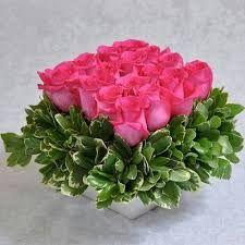 Purple Flowers In Vase Shades Code: 5718446359 Rosen Arrangements, Rose Flower Arrangements, Artificial Flower Arrangements, Flower Vases, Home Flowers, Simple Flowers, Exotic Flowers, Amazing Flowers, Flowers Garden