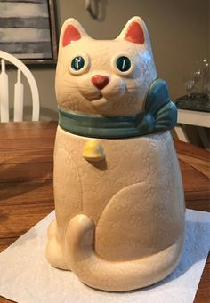 Vintage Poppytrail Cookie Jar! Metlox cookie jar! Rare find! Kitty  Cat Perfect condition! Metlox Po Cat Cookie Jar, Cookie Jars, Beautiful Blue Eyes, Vintage Cookies, Blue Ribbon, Floral Motif, Conditioner, Kitty, Pottery