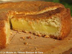 La recette du gâteau basque traditionnel de Sare proposée par le Chef. Découvrez la véritable recette à la crème ou à la confiture de cerises noires.
