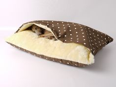 Pets love to cuddle inside their mattress whenever they are napping and this Snuggle Pet Bed by Charley Chau has been designed keeping this criteria in mind.