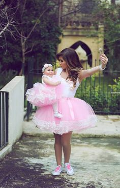 Online Shop High Quality Romantic Pink Ball Gown Short Mother Daughter Dresses Matching Evening Dress For Wedding Party Prom 2 Pcs Mother Daughter Matching Outfits, Mother Daughter Fashion, Evening Dresses For Weddings, Wedding Dresses, Flower Girl Gown, Flower Girls, Mother Daughter Photography, Girls Pageant Dresses, Family Outfits