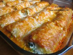 po' man meals spinach lasagna rolls with red bell pepper alfredo sauce. #lasagna #alfredo
