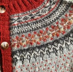 Ravelry: lillebei's rød og grå loppe cardigan Fair Isle Knitting Patterns, Knitting Charts, Lace Knitting, Knitting Designs, Knitting Stitches, Knit Patterns, Knitting Projects, Knit Crochet, Punto Fair Isle