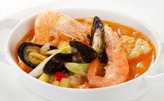 ¿Quieres aprender a hacer una sopa de marisco? Pues aquí tienes una receta muy sencilla con la que podrás disfrutar de una sabrosa sopa con sabor a mar. Es Thai Red Curry, Seafood, Soup, Ethnic Recipes, Gastronomia, One Pot Dinners, Weekly Menu, Tasty