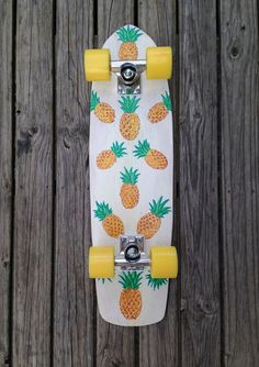 vitamine notre intérieur I just completely fell in love with this skateboard! It has PINEAPPLES on it!I just completely fell in love with this skateboard! It has PINEAPPLES on it!