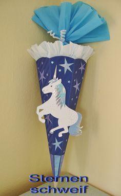 Ich biete hier eine farblich ganz tolle Schultüten-Bastelpackung für Mädchen an:  *- das Einhorn Sternenschweif -*  mit einem blau schimmernden Bastelpapier und silbernem Hologrammkarton auf...