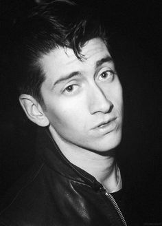 stOp looking  at the camera with a desperate look, alex // Alex Turner