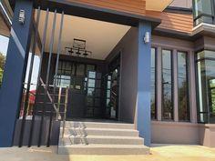 บ้าน 2 ชั้น สไตล์โมเดิร์น ขนาด 3 ห้องนอน โทนสีเท่าเข้ม ราคา 2.2 ล้าน - บ้านถูกดี Modern House Philippines, 2 Storey House, Thai House, Loft Interior Design, Loft Interiors, Garage Doors, Mansions, House Styles, Outdoor Decor