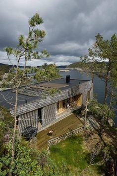 Hytte Skåtøy i Os. Arkitekt Per Højgaard Nielsen og Gudrun Molden, HLM Arkitektur.