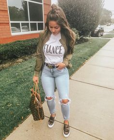 30 Totally Awesome Jeans Oufits Ideas – Muah Club Source by kidsroomideasnet outfits jeans Cute Fall Outfits, Fall Winter Outfits, Spring Outfits, Trendy Outfits, Early Fall Outfits, Cute Outfits With Jeans, Simple Outfits, Mode Outfits, Jean Outfits