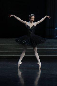 Léonore Baulac a été nommée Danseuse Étoile du Ballet de l'Opéra de Paris le 31 décembre 2016, par Aurélie Dupont à l'issue de sa première  apparition dans le rôle d'Odette/Odile dans Le Lac des Cygnes.