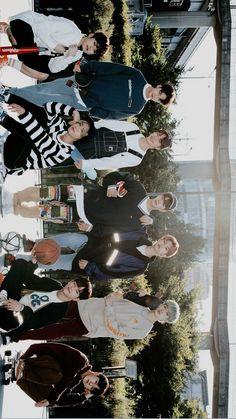 #stray_kids 💫 #straywallpaper  #woojin #bangchan #minho #changbin #hyunjin #jisung #felix #seungmin #jeongin Kids Wallpaper, Computer Wallpaper, Foto Bts, Lee Min Ho, Taehyung, Felix Stray Kids, Lee Know, Boy Groups, Photo Cards