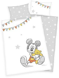 HERDING Povlečení do postýlky Mickey 100/135, 40/60 Materiál: 100% Bavlna Rozměr: 1x 100/135, 1x 40/60 cm Dětské bavlněné povlečení do postýlky, motiv peřiny i polštáře je z každé strany jiný, zapínání peřina na zip, polštář hotelový, možnost praní na 60°C
