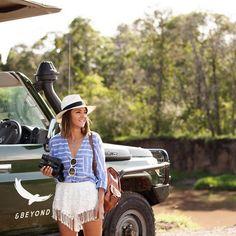 Pin for Later: 17 Fotos von Mode-Bloggern, die genau verraten was man für einen Urlaub packen sollte  Ein Panama-Hut gehört nicht nur bei einer Safari definitiv mit dazu. So schützt ihr euer Haupt stylisch vor der Sonne!