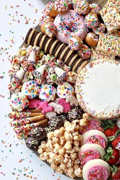 One of my absolute favourite platters to date. Absolutely loved creating this custom kids dessert platter for Mila's Birthday. One of my absolute favourite platters to date. Absolutely loved creating this custom kids dessert platter for Mila's Birthday. Party Platters, Party Trays, Snacks Für Party, Party Nibbles, Party Sweets, Birthday Desserts, Fun Desserts, Dessert Recipes, Food Deserts
