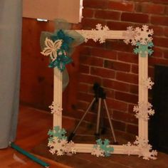 Frozen picture frame for photo booth