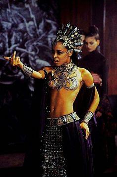 Queen Of The Damned, Real Vampires, Never Grow Old, Halloween Photos, Halloween Costumes, Danse Macabre, World Of Darkness, Creature Feature, Black Women Art