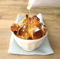 French Toast Souffle - Make ahead breakfast/brunch yummy! French Toast Souffle Recipe, French Toast Bake, Yummy Treats, Yummy Food, Tasty, Sweet Treats, Brunch Recipes, Breakfast Recipes, Brunch Dishes