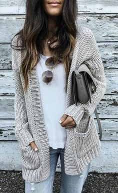 43 Totally Inspiring Womens Cardigan Outfits Ideas For This Spring Knit Cardigan Outfit, Cardigan Fashion, Gray Cardigan, Batwing Cardigan, Crochet Cardigan, Cardigan Sweaters, Long Sweater Outfits, Pullover Outfits, Chunky Sweaters
