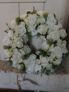 white roses Floral Wreaths, White Roses, Crowns, Garland, Romantic, Weddings, Flowers, Christmas, Decor