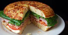 Fantástica tortilla rellena de jamón, lechuga, tomate, atún... Una receta que te explican con detalle desde el blog COCINERA Y MADRE.