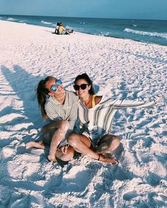 As a child, we islands beaches during the summer. Kayaking, big family meals, playing on the beach - wonderful memories! Cute Beach Pictures, Bff Pictures, Beach Photos, Tumblr Beach Pictures, Bahamas Pictures, Beach Instagram Pictures, Bff Pics, Vacation Pictures, Family Pictures
