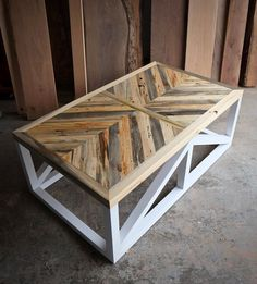 So let us take you in a reclaimed plank table ideas journey so you get pinning and saving for later to help you decide what can be done to improve your home. These reclaimed plank table ideas will assist you with figuring out what innovative ideas you can go for when choosing to create that unique furniture piece you will love to own, and, who knows, maybe you can even turn these into doing it yourself projects, shall you be one of those handy artsy people. Coffee Table Legs, Coffee And End Tables, Furniture Projects, Wood Projects, Furniture Design, Unique Woodworking, Woodworking Projects, Woodworking Plans, Woodworking Videos