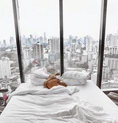 Room goals 🏙💭 -Tag a person you'd love to wake up here with 🤗 Apartment View, Apartment Goals, Dream Apartment, Manhattan Apartment, New York City Apartment, Best Hotel Deals, Best Hotels, Hotel Tumblr, Book A Hotel Room