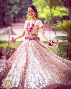 Beautiful Belted Bridal Lehengas That We Spotted On Real Brides Floral Lehenga, Pink Lehenga, Pink Bridal Lehenga, Flower Jewellery For Haldi, Flower Jewelry, Bridal Jewellery, Handmade Jewellery, Bridal Dupatta, Tulip Wedding
