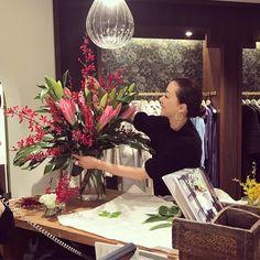 いいね!3,113件、コメント18件 ― 桐島かれんさん(@houseoflotuskaren)のInstagramアカウント: 「今日の店舗用の花。ピンクの百合に赤い蘭をミックスして生けました。#ハウスオブロータス」 Treasure Maps, Retail Design, Garden Art, Flower Arrangements, Interior Decorating, Bouquet, Rose, Flowers, Pictures