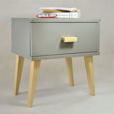 Grey corpse and natural pinewood color legs - modern design and Scandinavian style together! Pine Wood Furniture, Scandinavian Style, Bedside, Drawers, Loft, Grey, Fashion Design, Home Decor, Nightstands