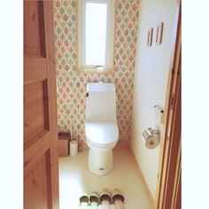 ニトリ/スウェーデンハウス /掃除がしやすい/マットなし生活/アクセントクロス…などのインテリア実例 - 2016-07-19 09:22:26… Toilet Tiles, Sweden House, Natural Interior, Wall Design, Interior Design, Bathroom, Storage, Simple, Furniture