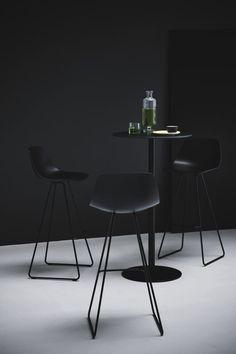 Miunn bar stool by Lapalma via ECC 00559 - 00849 Cool Chairs, Bar Chairs, Bar Stools, Office Chairs, Home Decor Furniture, Modern Furniture, Furniture Design, Wrought Iron Patio Chairs, Chaise Bar