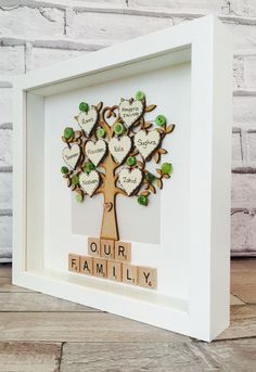 Personalised Family Tree Frame 8 heart by MagicWonderCreations