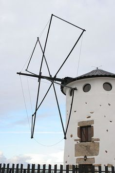 Moinho de vento Monte de São Félix - Portugal by Gafarferet, via Flickr