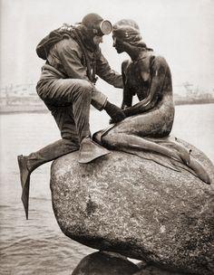 Kaj Peters  Frogman visiting little mermaid, Copenhagen, 1965
