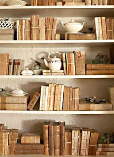 5 Easy ways to upcycle and decorate with Vintage books. Old books can be inexpensive and with some creativity, are a great way to add character to a space. Old Books, Antique Books, Vintage Books, Vintage Cafe, Tea And Books, Stack Of Books, Sweet Home, Book Nooks, Book Of Life