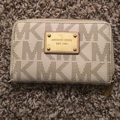 Michael kors wallet One year old, great condition! Michael Kors Bags Wallets
