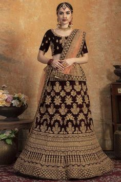Dark Maroon velvet semi stitch lehenga with velvet choli. This Sweetheart neckline and Half Sleeves clothing designed with Zari, Dori and Stone Work. Product are available in 32 to 58 sizes. It is perfect for Bridal Wear. Net Lehenga, Lehenga Choli Online, Bridal Lehenga Choli, Indian Lehenga, Salwar Kameez, Lehenga Indien, Art Marron, Couleur Rose Pastel, Costumes Anarkali