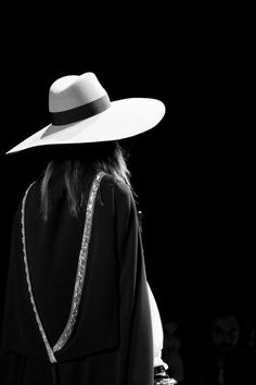 Saint Laurent Spring 2013 Ready-to-Wear Fashion Show Saint Laurent Paris, St Laurent, Black White Photos, Black And White Photography, Looks Dark, Love Hat, Mode Style, Look Fashion, Paris Fashion