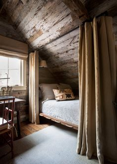 cabin decor A Rustic and Refined Cabin in the Tennessee Woods Blue and White Home Rustic Home Interiors, Rustic Home Design, Rustic Decor, Cabin Interior Design, Modern Decor, Diy Design, Design Ideas, Design Inspiration, Home Bedroom
