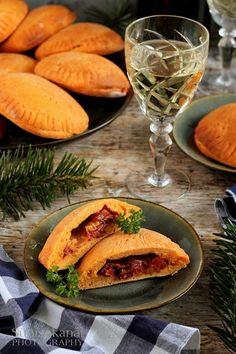Sünis kanál: Töltött tönkölypizzácskák Mozzarella, Tacos, Pizza, Mexican, Meat, Chicken, Ethnic Recipes, Food, Essen