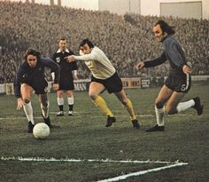 30th December 1972. Derby County centre forward John O'Hare wrong foot Chelsea duo Marvin Hinton and John Dempsey.