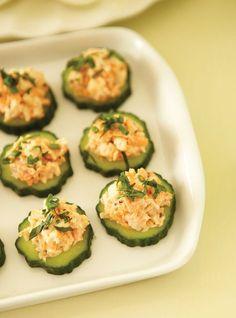 Ricardo& recipe : Shrimp on Cucumber Hors D'oeuvres Shrimp Appetizers, Best Appetizers, Appetizer Dips, Appetizer Recipes, Canapes Recipes, Party Recipes, Tapas, Foie Gras, Paleo