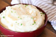 Instant Pot Mashed Potatoes - Easy Pressure Cooker Mashed Potatoes These instant pot mashed potatoes are easy. You'll love this pressure cooker mashed potatoes recipe made with russet or yukon gold. No drain is needed! Potato Recipes Crockpot, Russet Potato Recipes, Potatoe Casserole Recipes, Mashed Potato Recipes, Potato Recipe For Kids, Instant Pot Mashed Potatoes Recipe, Make Ahead Mashed Potatoes, Pressure Cooker Mashed Potatoes, Yukon Gold