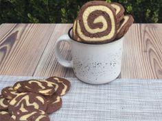 Espirales de vainilla y chocolate ¡No te pierdas la receta! Chocolate, Mugs, Tableware, Vanilla, Cookies, Spirals, Recipes, Dinnerware, Tumblers
