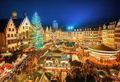 Parcă mai ieri scriam despre târgurile de Crăciun de anul trecut. Acum ce să mai zicem, uşor, uşor se duce şi anul 2017, iar spiriduşii ne dau târcoale şi încep să deschidă târgurile de Crăciun din întreaga lume. Încă de la mijlocul lunii noiembrie şi până în primele zile ale anului 2018, în cam toate marile oraşe ale Europei se deschid târgurile cu produse specifice sărbătorilor de iarnă. Fiecare ţară începe să se mândrească cu cel mai frumos târg al său. Şi uite aşa încep să se facă şi…