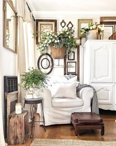 Cottage Living Rooms, Shabby Chic Living Room, Home Living Room, Farmhouse Living Room Decor, Living Room Walls, Shabby Chic Wall Decor, Coastal Decor, French Country Wall Decor, French Country Living Room